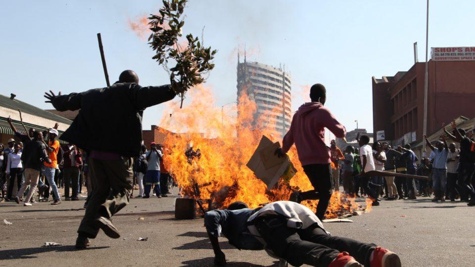 1533151203-Zimbabwe-protest-960x540